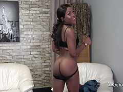 A lot of gorgeous newbies are coming from Florida lately! Today, Jack Flash would like to introduce another one: meet beautiful Naraya! This girl is such a natural beauty! She`s petite, cute and has a perfect round booty! Her smile is from another world!