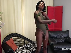 Gezelle is back! Another beautiful discovery by Jack Flash, Gezelle made her debut with us in October last year to great feedback from you! So it`s definitely time to bring this hottie back! Gezelle LOVES showing off her sexy body and her yummy ass! Watch