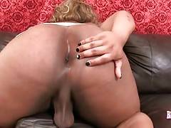 T-ebony Argo lets you enjoy the view of her awesome meaty ass.