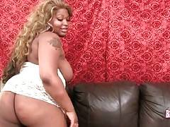 Fleshy Ebony Tranny Is Fondling Herself 4